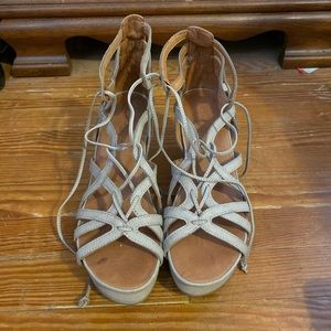 gentle souls Shoes - Gentle Souls by Kenneth Cole Wedge Sandals